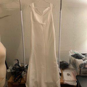 Women's White V-Neck Mesh Cap Sleeve Gown XXL